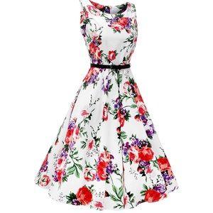 Dresses & Skirts - 🎈SALE🎈Vintage Floral Dress White Purple